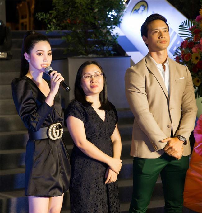Kim Lý sau khi yêu Hà Hồ: Chẳng đứng gần chụp ảnh cùng bất cứ mỹ nhân Vbiz nào, chỉ sát cánh bên hai mẹ con Subeo - Ảnh 2.