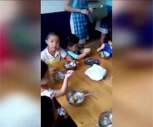Phụ huynh bức xúc vì trường mầm non ở Thủ Đức cho trẻ ăn cơm cháy
