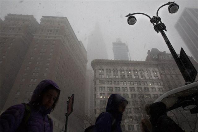 """New York như """"hành tinh khác"""" trong trận bão tuyết khiến nước Mỹ lạnh hơn sao Hỏa - Ảnh 6."""