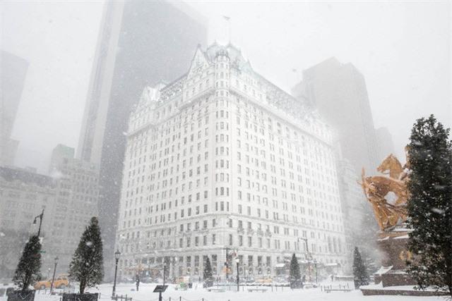 """New York như """"hành tinh khác"""" trong trận bão tuyết khiến nước Mỹ lạnh hơn sao Hỏa - Ảnh 7."""