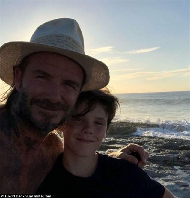 Bố con Harper Beckham bắt chước cảnh ngậm cùng một sợi mì siêu đáng yêu trong phim hoạt hình - Ảnh 3.