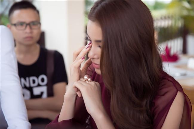 Phạm Hương bật khóc nức nở khi nhắc đến những áp lực phải chịu đựng trong 2 năm nhiệm kỳ Hoa hậu Hoàn vũ - Ảnh 2.