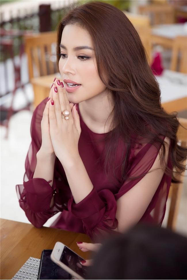 Phạm Hương bật khóc nức nở khi nhắc đến những áp lực phải chịu đựng trong 2 năm nhiệm kỳ Hoa hậu Hoàn vũ - Ảnh 3.