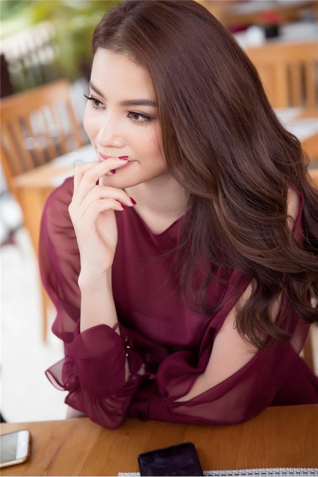 Phạm Hương bật khóc nức nở khi nhắc đến những áp lực phải chịu đựng trong 2 năm nhiệm kỳ Hoa hậu Hoàn vũ - Ảnh 4.