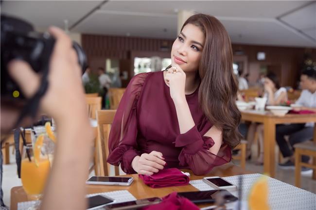 Phạm Hương bật khóc nức nở khi nhắc đến những áp lực phải chịu đựng trong 2 năm nhiệm kỳ Hoa hậu Hoàn vũ - Ảnh 5.