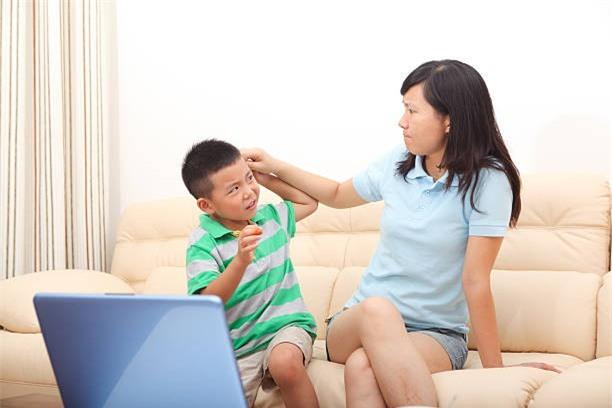 10 câu nói rất quen thuộc mà bố mẹ không bao giờ nên nói với con - Ảnh 3.