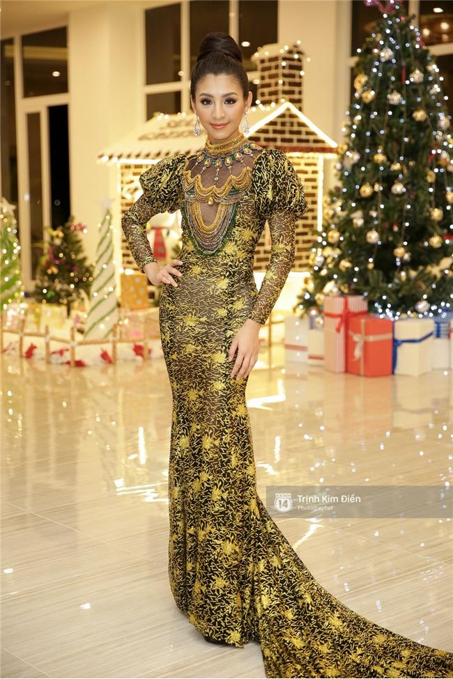 Là đối thủ trực diện, Hoàng Thuỳ và Mâu Thủy vẫn thân thiết sánh đôi trong tiệc kỉ niệm 10 năm Hoa hậu Hoàn vũ Việt Nam - Ảnh 10.