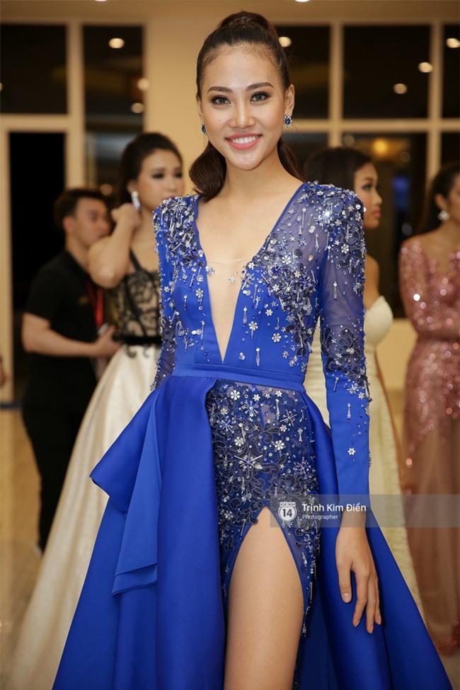 Là đối thủ trực diện, Hoàng Thuỳ và Mâu Thủy vẫn thân thiết sánh đôi trong tiệc kỉ niệm 10 năm Hoa hậu Hoàn vũ Việt Nam - Ảnh 11.