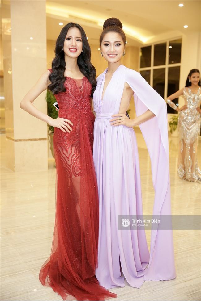 Là đối thủ trực diện, Hoàng Thuỳ và Mâu Thủy vẫn thân thiết sánh đôi trong tiệc kỉ niệm 10 năm Hoa hậu Hoàn vũ Việt Nam - Ảnh 12.