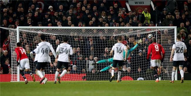 Lingard lập tuyệt phẩm, Man Utd chật vật đi tiếp ở FA Cup - Ảnh 4.