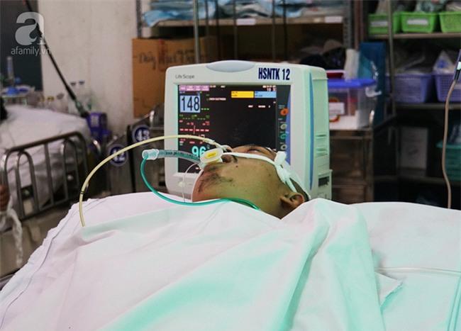 Mẹ đơn thân cạn nước mắt chăm con bị tai nạn nguy kịch vì dừng lại cứu người - Ảnh 2.