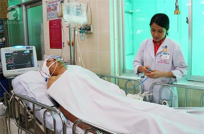 Mẹ đơn thân cạn nước mắt chăm con bị tai nạn nguy kịch vì dừng lại cứu người - Ảnh 4.