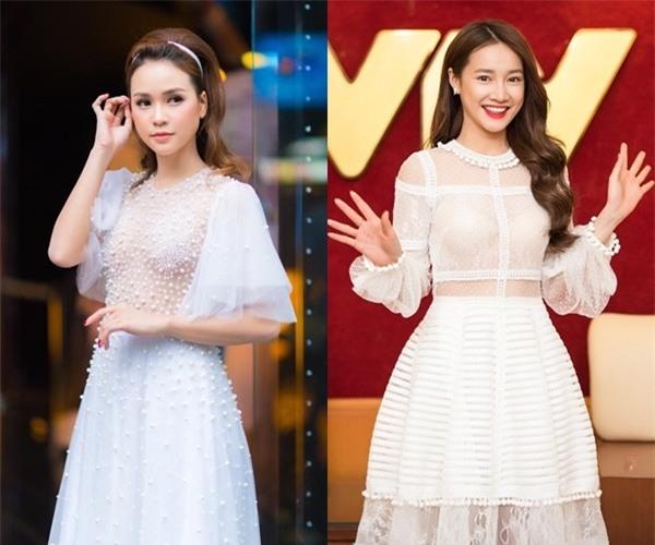 Cả hai chọn váy màu trắng tinh khôi chít eo, đơn giản nhưng đẹp và rất thơ.