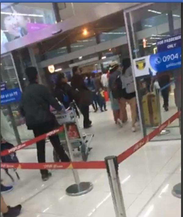 Mua vé về Vinh dự đám tang, hành khách vật vờ vì Vietjet bay thẳng Hà Nội - Ảnh 3.