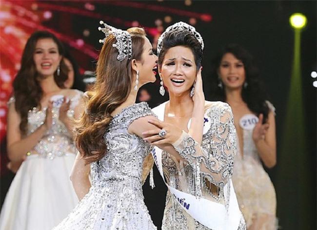 Cận cảnh vẻ nóng bỏng của Tân Hoa hậu Hoàn vũ Việt Nam Hhen Niê - Ảnh 1.