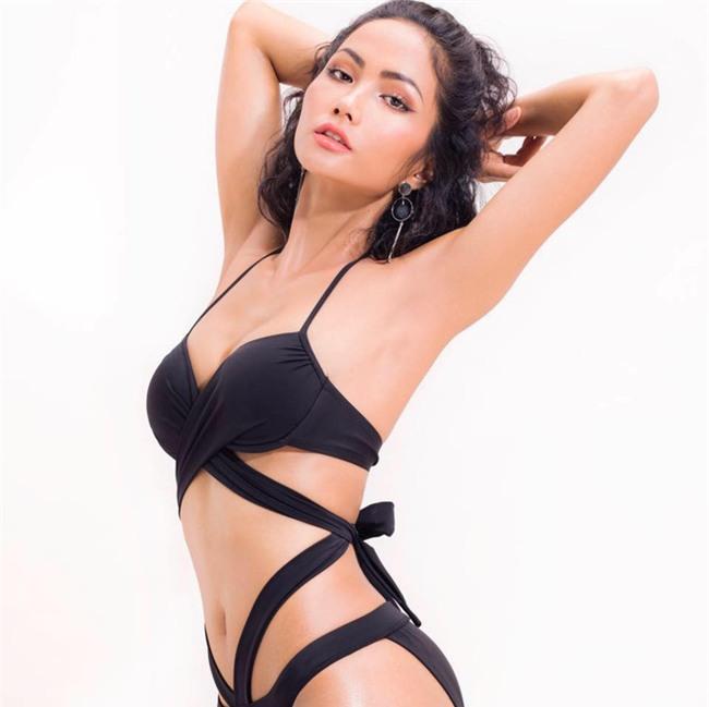 Cận cảnh vẻ nóng bỏng của Tân Hoa hậu Hoàn vũ Việt Nam Hhen Niê - Ảnh 13.
