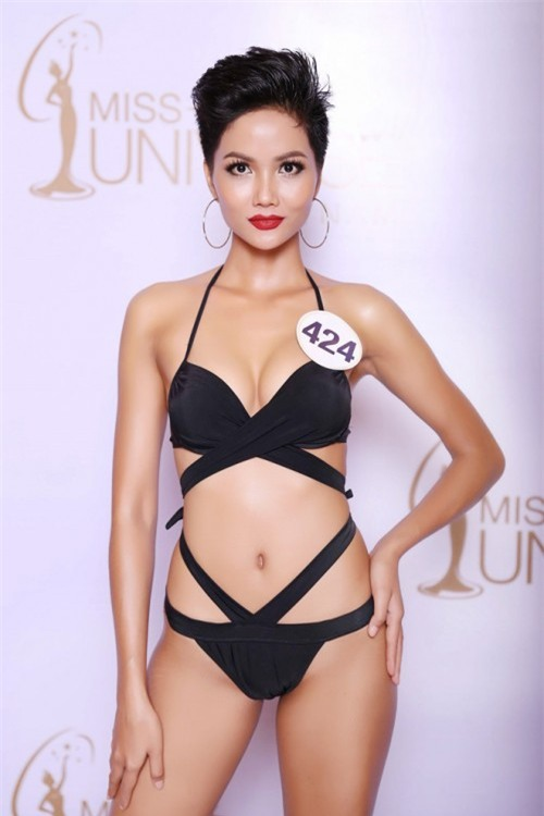 Cận cảnh vẻ nóng bỏng của Tân Hoa hậu Hoàn vũ Việt Nam Hhen Niê - Ảnh 2.