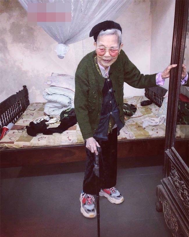 Mặc áo hoodie vàng, mang giày FILA, bà nội 87 tuổi bỏ xa lớp trẻ vì độ sành điệu - Ảnh 6.