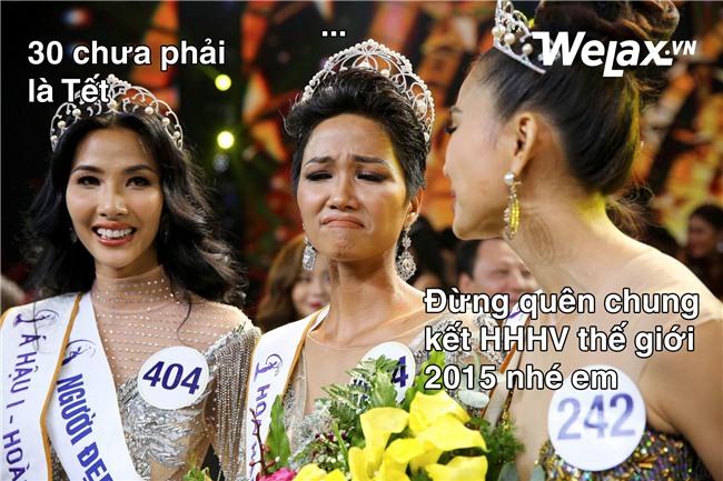 """Biểu cảm lúc đăng quang không rõ """"cười hay mếu"""" của Tân hoa hậu Hoàn vũ H'Hen Niê lại thành nguồn chế ảnh bất tận! - Ảnh 12."""