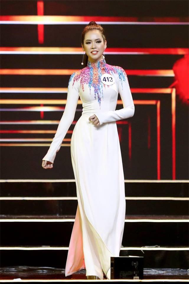 Áo dài đêm chung kết HHHV: Xem mà cứ ngỡ nhầm phải cuộc thi Hoa hậu nào năm xưa - Ảnh 11.