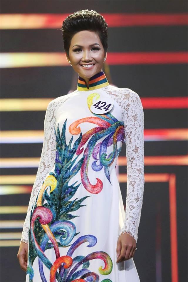 Áo dài đêm chung kết HHHV: Xem mà cứ ngỡ nhầm phải cuộc thi Hoa hậu nào năm xưa - Ảnh 7.