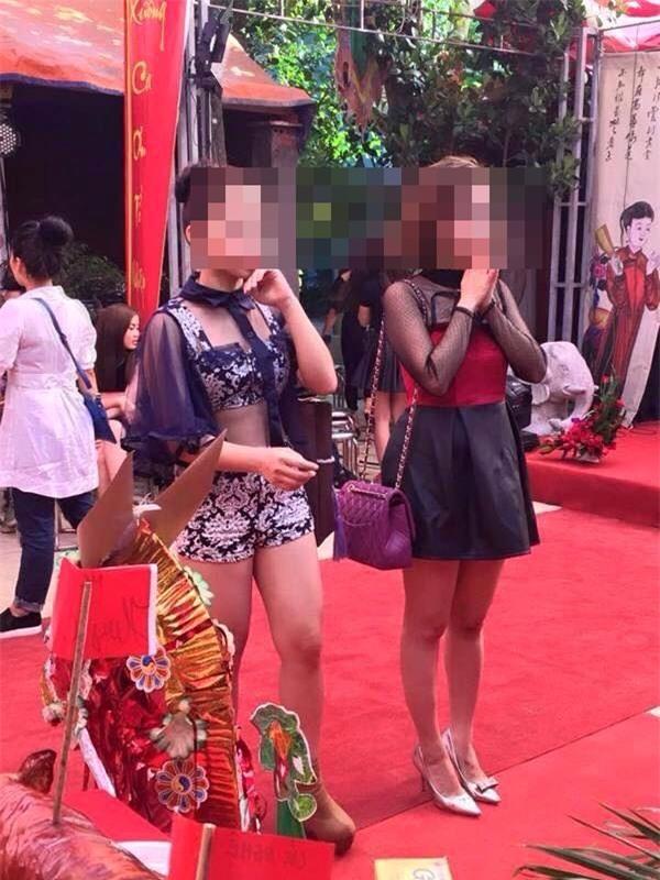 Mặc quần đùi siêu ngắn đi xe giường nằm, cô gái hớ hênh khiến dân mạng ngao ngán - Ảnh 4.
