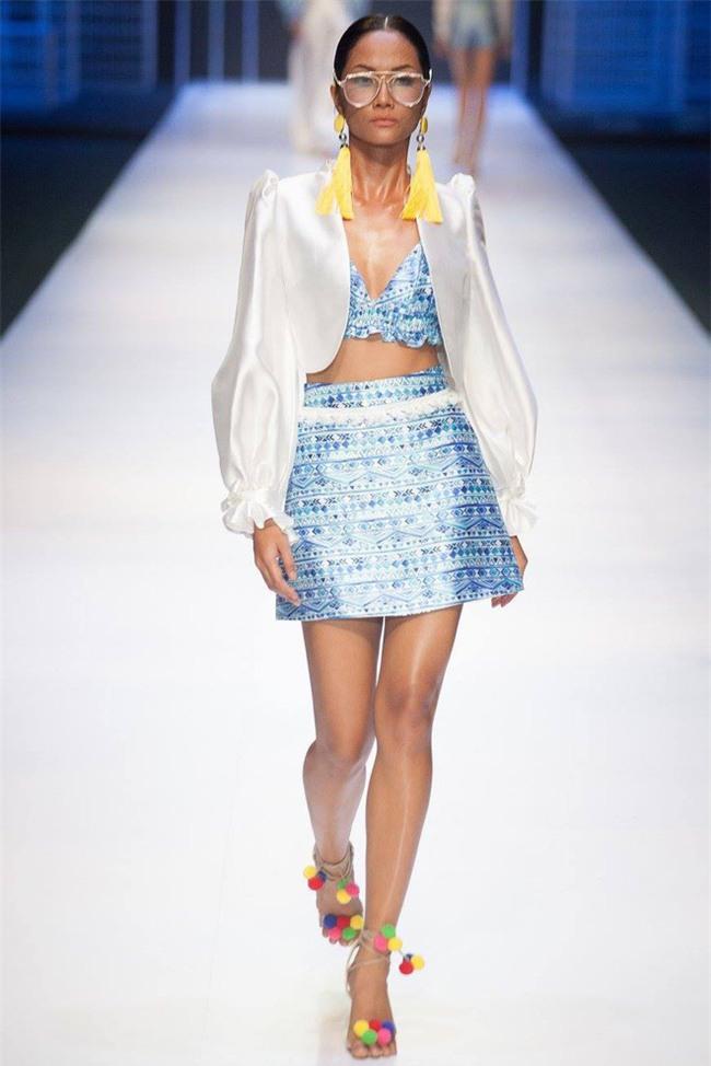 Trước khi đăng quang Hoa hậu, HHen Niê đã là một người mẫu sáng giá với những khoảnh khắc catwalk xuất thần thế này đây - Ảnh 10.