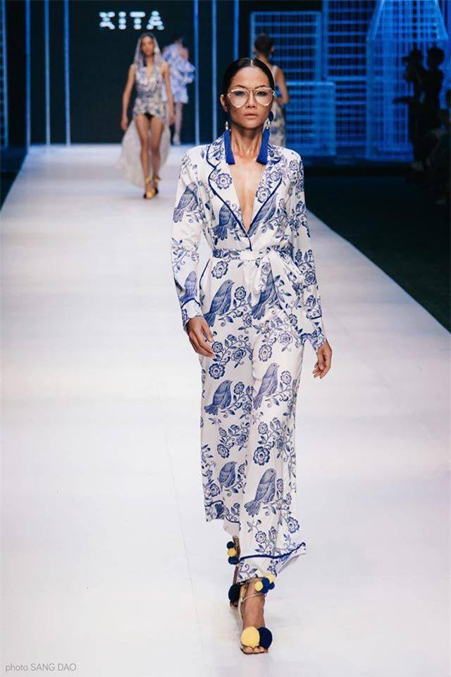 Trước khi đăng quang Hoa hậu, HHen Niê đã là một người mẫu sáng giá với những khoảnh khắc catwalk xuất thần thế này đây - Ảnh 11.