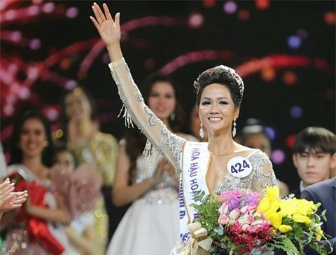 Yêu cầu xử lý phóng viên đăng thông tin miệt thị Hoa hậu trên facebook cá nhân - Ảnh 1.
