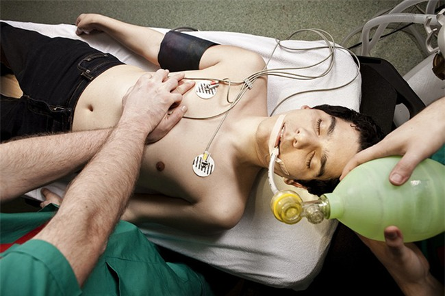 Nếu có dấu hiệu này hãy gọi cấp cứu ngay để cứu sống tính mạng người bị ngộ độc rượu-2