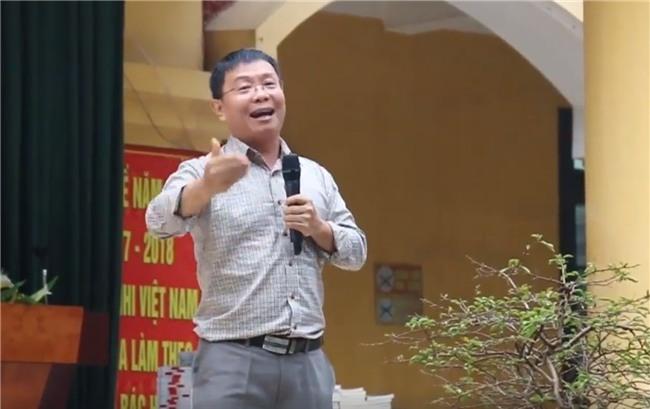 Hà Nội: HS cả trường cấp 2 khóc nghẹn khi nghe thầy giáo giảng về gia đình - Ảnh 2.
