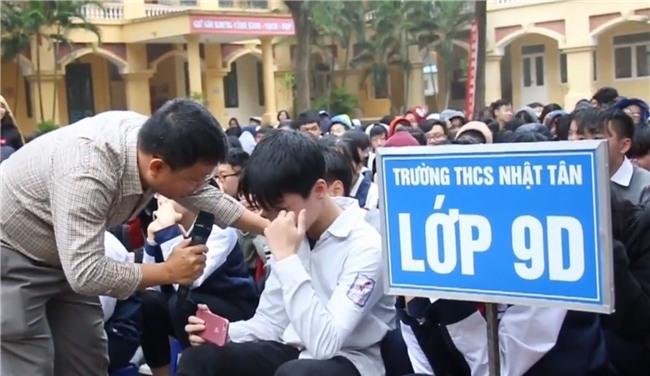 Hà Nội: HS cả trường cấp 2 khóc nghẹn khi nghe thầy giáo giảng về gia đình - Ảnh 3.