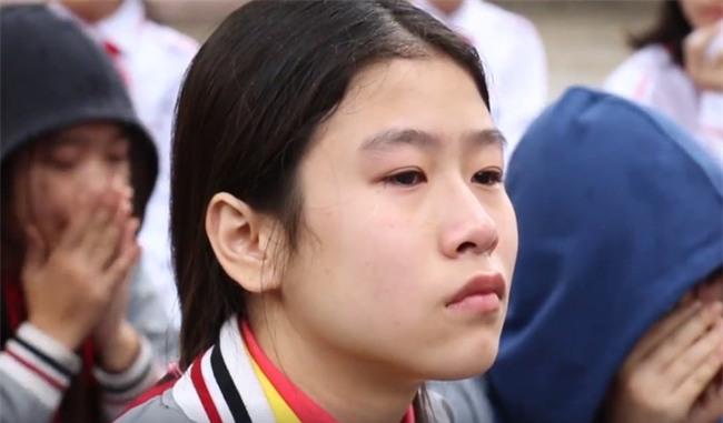 Hà Nội: HS cả trường cấp 2 khóc nghẹn khi nghe thầy giáo giảng về gia đình - Ảnh 4.
