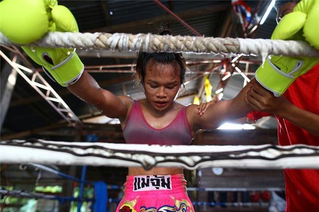 Nong Rose, cô gái chuyển giới đầu tiên đấu muay Thái tại Pháp - Ảnh 1.