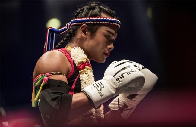 Nong Rose, cô gái chuyển giới đầu tiên đấu muay Thái tại Pháp - Ảnh 2.