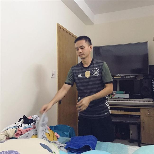 Tú Vi được ông xã Văn Anh cắt tỉa móng, bưng nước ngâm chân khi mang bầu-14