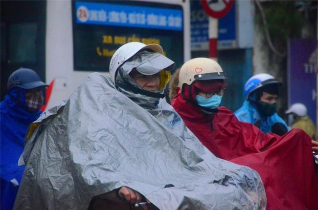 Sáng nay, Hà Nội 9, 10 độ C kèm mưa, giá rét nhất từ đầu đông - Ảnh 2.