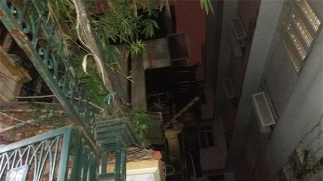 Hà Nội: 3 con nhỏ cùng người mẹ thoát chết kỳ diệu trong ngôi nhà bị thiêu rụi - Ảnh 11.