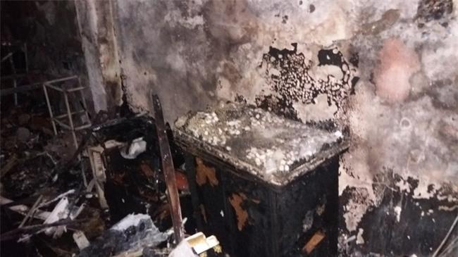 Hà Nội: 3 con nhỏ cùng người mẹ thoát chết kỳ diệu trong ngôi nhà bị thiêu rụi - Ảnh 3.