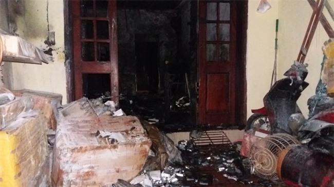 Hà Nội: 3 con nhỏ cùng người mẹ thoát chết kỳ diệu trong ngôi nhà bị thiêu rụi - Ảnh 5.