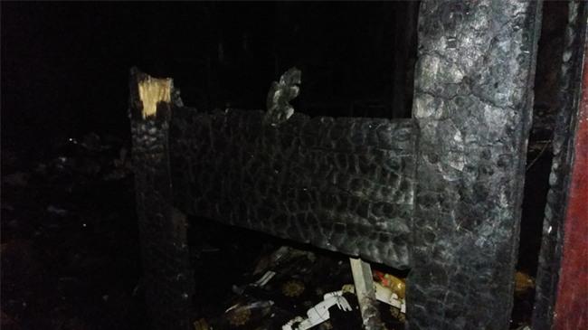 Hà Nội: 3 con nhỏ cùng người mẹ thoát chết kỳ diệu trong ngôi nhà bị thiêu rụi - Ảnh 10.