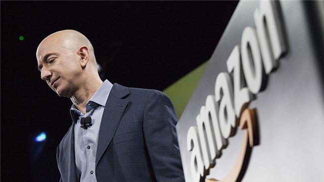 Ông chủ Amazon đã trở thành người giàu nhất thế giới, Bill Gates cần kiếm thêm 12 tỷ USD mới giàu bằng - Ảnh 1.