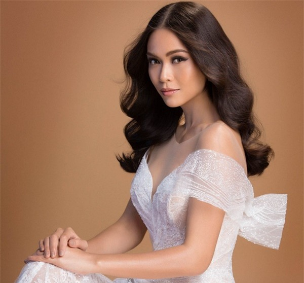 Xuất thân nghèo khổ đến khó tin của 3 mỹ nhân đoạt ngôi cao nhất Hoa hậu Hoàn Vũ Việt Nam 2017-10