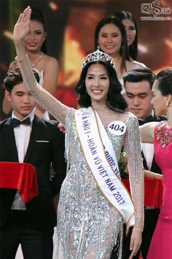 Xuất thân nghèo khổ đến khó tin của 3 mỹ nhân đoạt ngôi cao nhất Hoa hậu Hoàn Vũ Việt Nam 2017-8