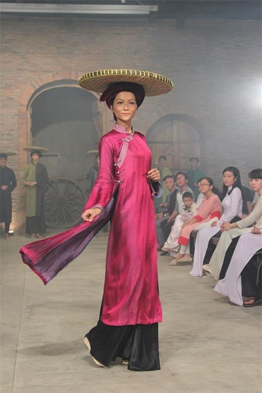 Body của HHen Niê từ Next Top đến Hoa hậu: Dậy thì thành công! - Ảnh 3.