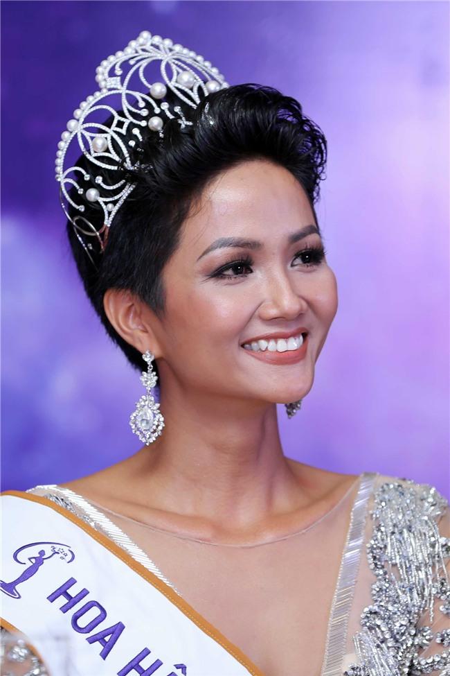 CHUYỆN ÍT NGƯỜI BIẾT: Hoa hậu HHen Niê từng làm ô sin, mỗi bữa ăn chỉ 10 ngàn đồng-1