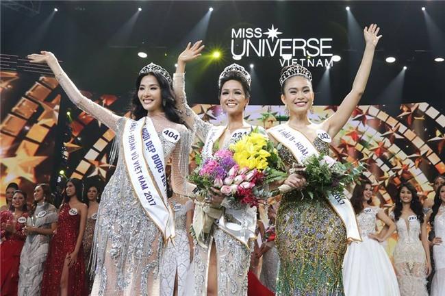 Chẳng ai ngờ thiết kế váy giúp Hoàng Thùy chinh phục ngôi Á hậu 1 còn đụng hàng cả siêu mẫu Lukkade-1