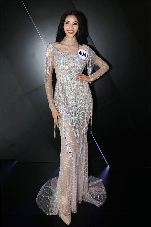 Chẳng ai ngờ thiết kế váy giúp Hoàng Thùy chinh phục ngôi Á hậu 1 còn đụng hàng cả siêu mẫu Lukkade-4