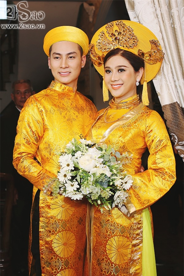 TRỰC TIẾP: Lâm Khánh Chi diện đầm 10m sẵn sàng đón khách dự tiệc cưới-1