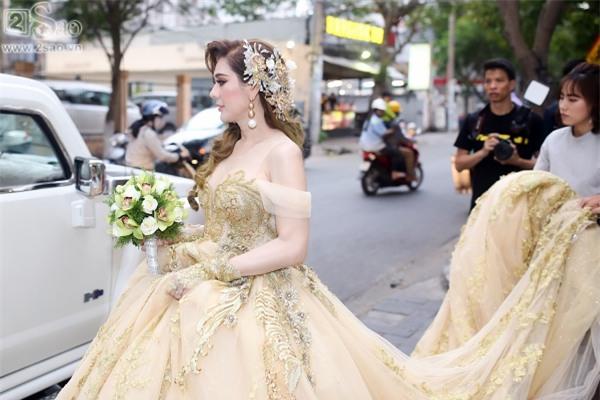 Lâm Khánh Chi xuất hiện với váy cưới dài hàng chục mét-1